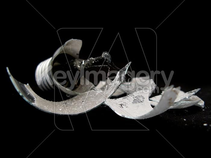 A broken light bulb Photo #2311