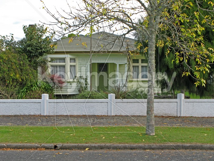 A New Zealand suburban house Photo #571