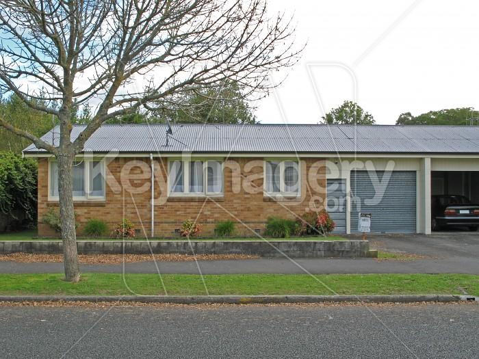 A New Zealand suburban house Photo #572
