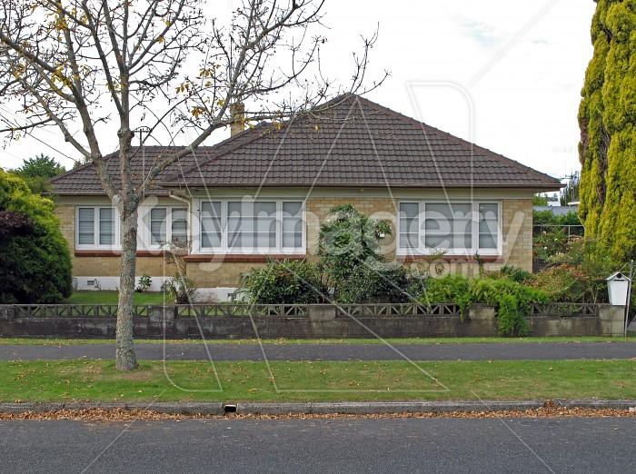 A New Zealand suburban house Photo #575
