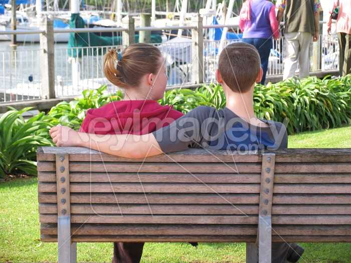 A young couple on a park bench Photo #595