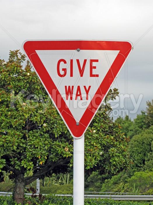 Give Way sign Photo #420