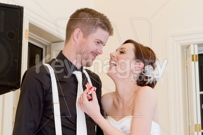 Groom and Bride cutting wedding cake Photo #53091