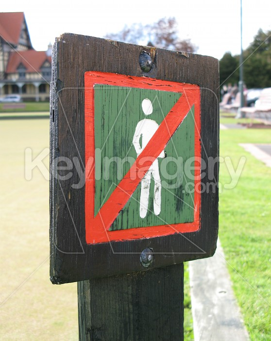 No walking on the grass! Photo #1492