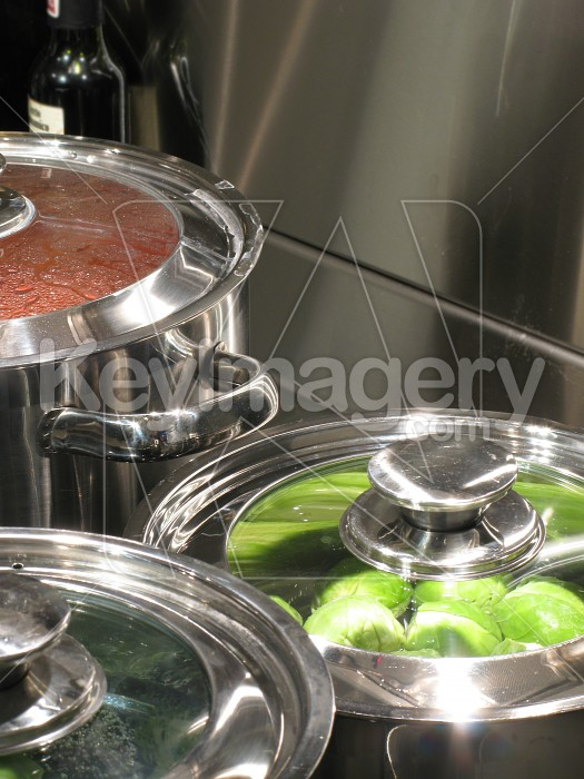 Stainless steel kitchen cooktop and pots Photo #2106
