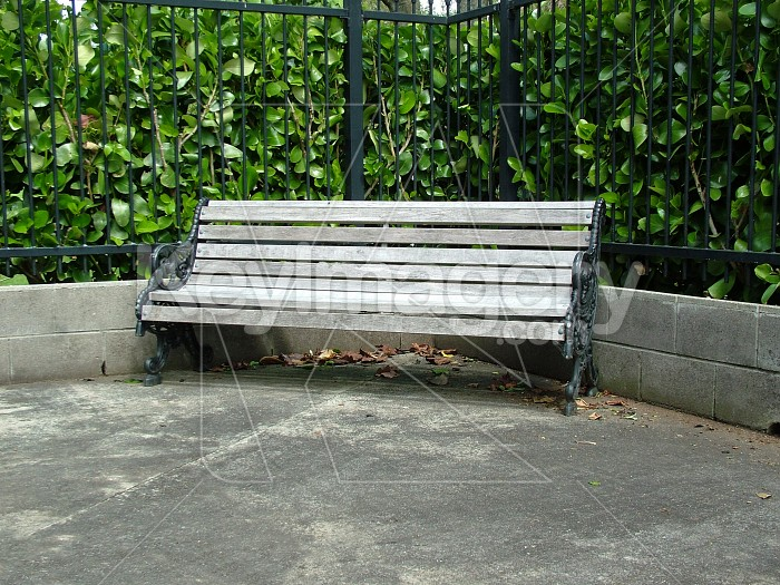 A corner garden seat Photo #4648