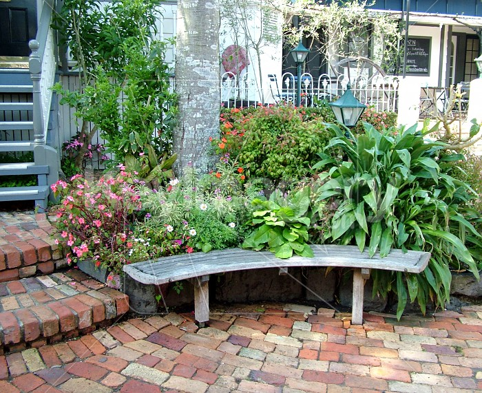 Courtyard garden seat Photo #4683