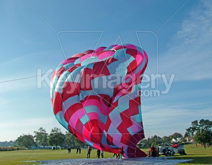 hot air balloon coming down Photo #1018