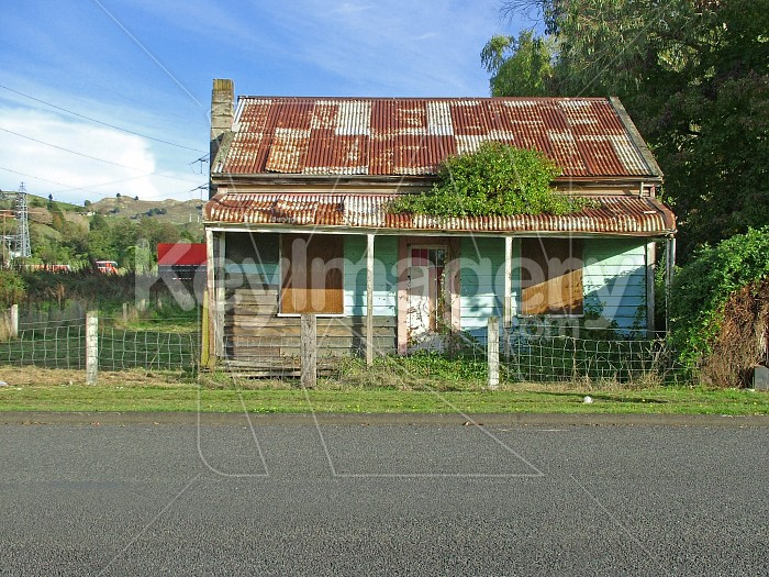 rundown cottage Photo #1742