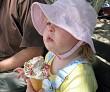 Child and its icecream