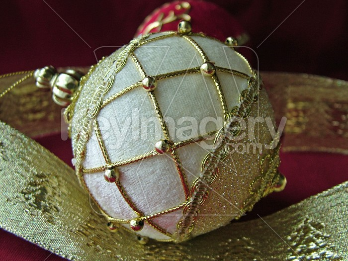 White and gold xmas ball Photo #4907