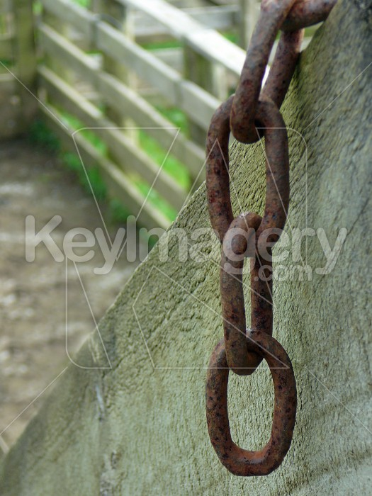 Chain on timber Photo #1618