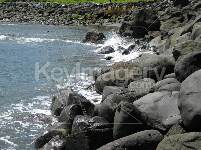 Splashing against the rocks Photo #12507